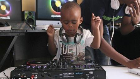 Un DJ que tiene solo dos años.