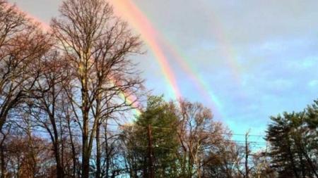 Un arcoíris cuádruple.