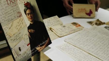 Las cartas de amor de Frida Kahlo a su amante, subastadas por más de 2 mdp.