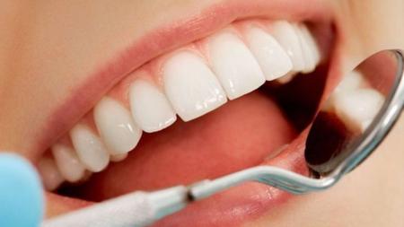 Halitosis es ocasionada por insuficiente salud bucal.