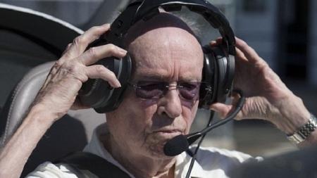 El piloto más viejo del mundo.