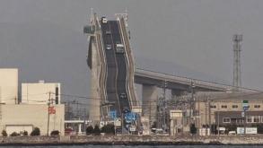 ¿Te atreverías a conducir por el puente más inclinado del mundo?