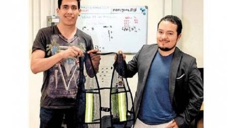 El nuevo chaleco inteligente para ciclistas creado por alumnos de la UNAM.