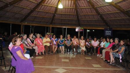 Festejando a mamá en Grupo Chávez Radio Guamúchil 2015.