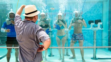 México presume el primer bar bajo el agua en el mundo.