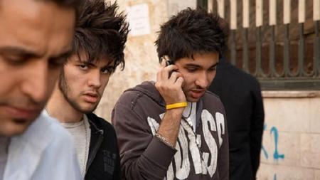 """Irán prohíbe los cortes de pelo puntiagudos por ser """"del diablo""""."""