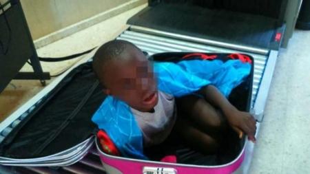 Prisión para padre de niño escondido en una maleta.