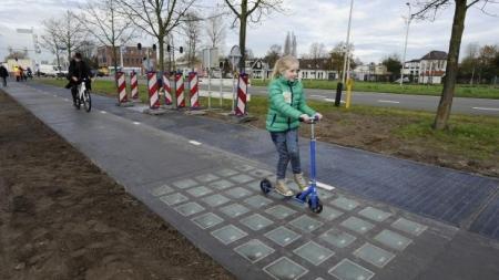 Energía solar generada con bicicletas permite abastecer el hogar por un año.