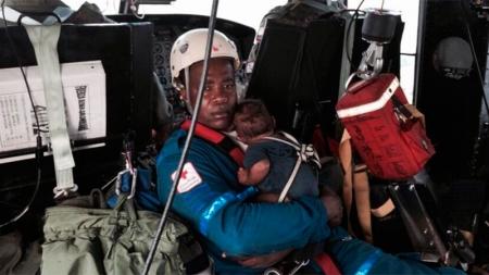 Madre y bebé pasaron cinco días en la selva tras accidente.