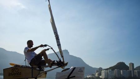 Brasil: crean una bicicleta que rueda por tierra y en el agua.