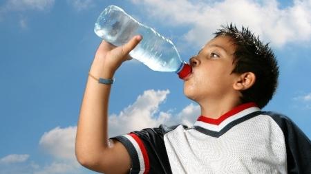 Consejos para evitar los efectos negativos del sol en nuestro organismo.