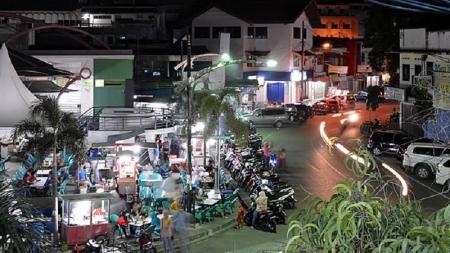 Provincia indonesia prohíbe la vida nocturna a las mujeres solas.
