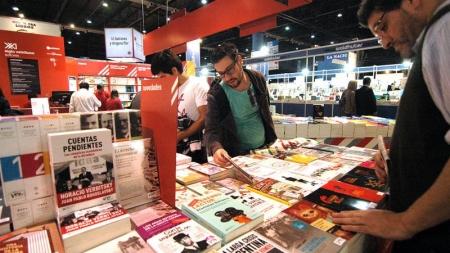 Los mexicanos leemos cuatro libros al año.