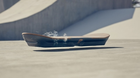 """Lexus anuncia un prototipo de aeropatín como el de """"Regreso al Futuro""""."""
