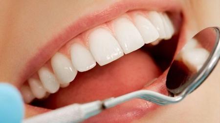 Tener buenos hábitos de higiene ayuda a prevenir enfermedades dentales.
