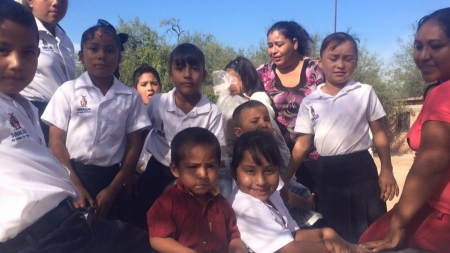 SANTA CLAUS LLEGA CON LOS NIÑOS DE «CERRILLOS 1, CERRILLOS 2 Y JOAQUÍN AMARO»
