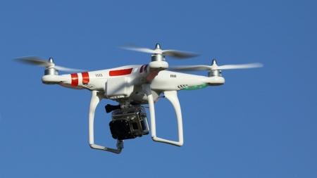 ¿QUÉ LE PASA A UN DRONE CUANDO LO GOLPEA UN RAYO? (VIDEO)