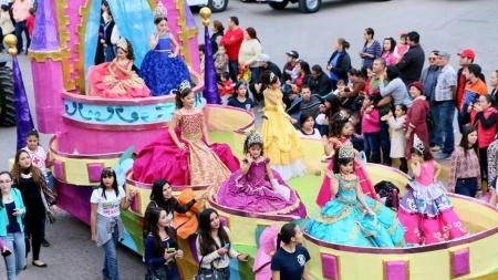 PRESENTES EN EL CARNAVAL DE GUAMUCHIL 2016