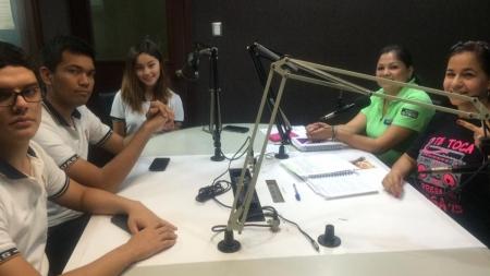 AMIGOS DE LA CIENCIA EN CABINA DE RADIO 65