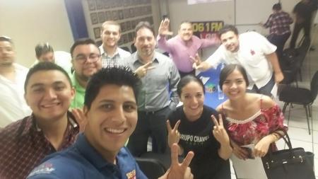 EQUIPO DE GRUPO CHAVEZ RADIO EN CAPACITACIÓN