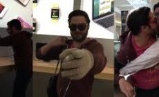 LOCO ROMPE TODO EN TIENDA APPLE (VIDEO)