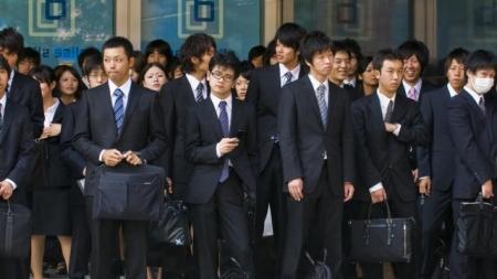 SE DISCULPAN EN JAPÓN POR EMPLEADO QUE SALÍA ANTES A COMER