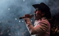 CHRISTIAN NODAL SE MUDARÁ A LOS ANGELES