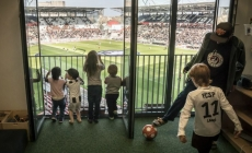 KINDER DENTRO DE UN ESTADIO CAUSA SENSACIÓN