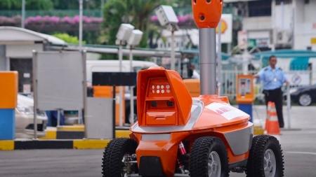 CAMBIAN A GUARDIAS DE SEGURIDAD POR ROBOTS EN SINGAPUR