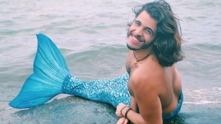 SEXY BRASILEÑO SE CONVIERTE EN SIRENA
