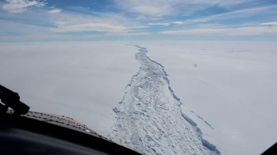 COLOSAL ICEBERG SE DESPRENDE EN LA ANTÁRTIDA
