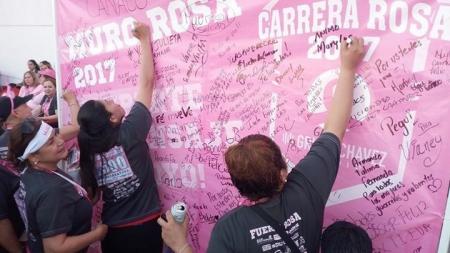 MUCHOS PLASMARON SUS MENSAJES EN EL MURO ROSA DE LA CARRERA 2017