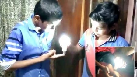 ENCIENDE LAMPARAS LED CON SU CUERPO