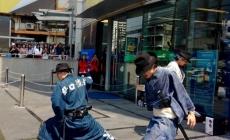 SAMURAIS RECOLECTAN BASURA EN JAPÓN