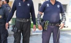 POLICIAS USAN TIRADORES EN LUGAR DE ARMAS DE FUEGO