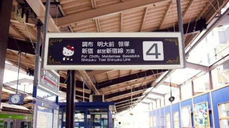 HELLO KITTY LLEGA A LOS TRENES DE TOKIO