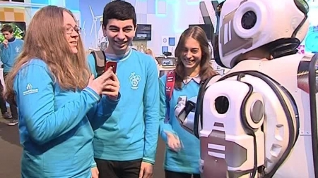 EL ROBOT MÁS AVANZADO DE RUSIA RESULTA SER UN HUMANO