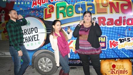 LOS LOCUTORES DE CHAVEZ RADIO ¡PONEN AMBIENTE EN EL CARNAVAL DE TOPOLOBAMPO!