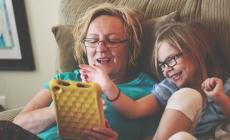 Abuelitas que cuidan y aman a sus nietos viven más: la ciencia.