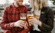 Beber con tu pareja fortalece su relación