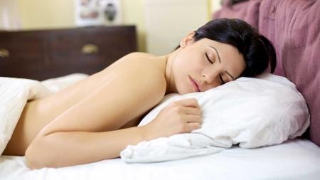 Dormir sin ropa te ayuda a bajar de peso
