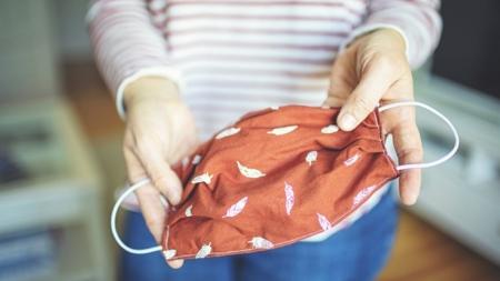 Te damos el paso a paso para lavar correctamente tu cubrebocas de tela